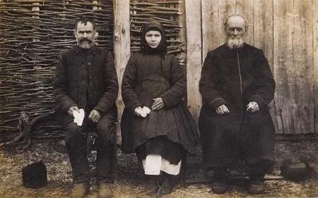 Селяне в традиционых одеждах. 1921 село новая гребля сумской обл.jpg