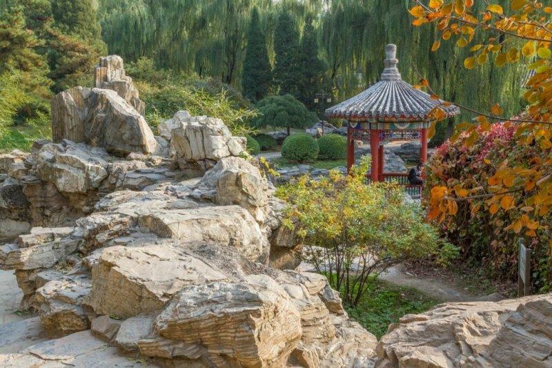Рукотворная скала и беседка, Алтарь Солнца, Житань, Пекин
