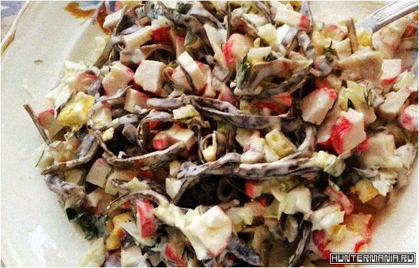 Салат из морской капусты с крабовыми палочками (рецепт)