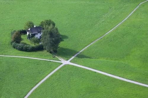 Дом на перекрестке дорог