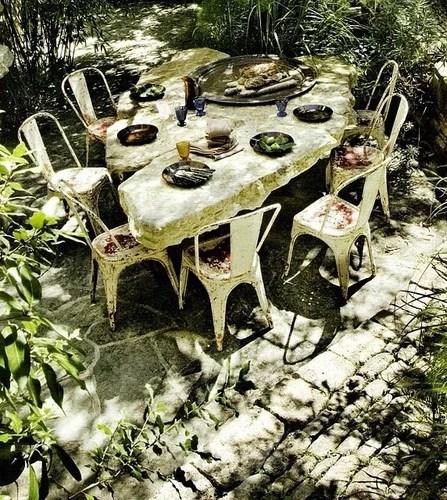 декор патио в саду
