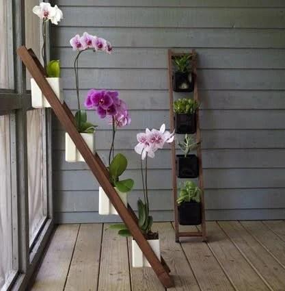 декор комнатными растениями на лестнице