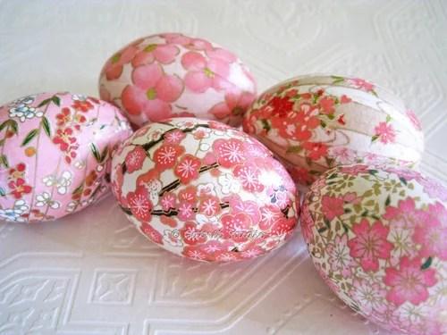 розовые пасхальные яйца