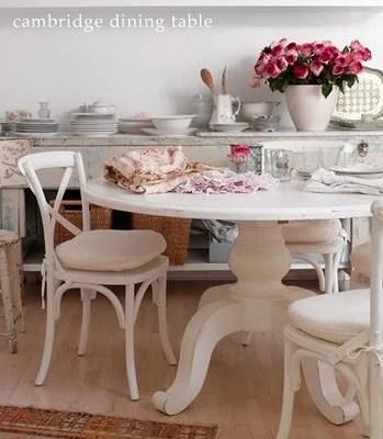 Фото интерьера кухни - обеденный стол