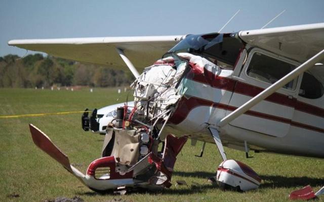 Фотографии столкновения парашютиста и самолета