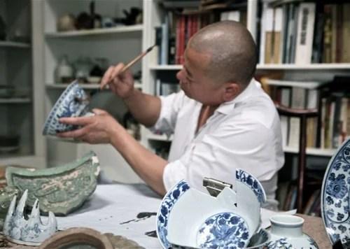 Li Xiaofeng, создающий одежду из старинного китайского фарфора