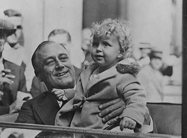Народная любовь: 10 фотографий известных политиков с детьми
