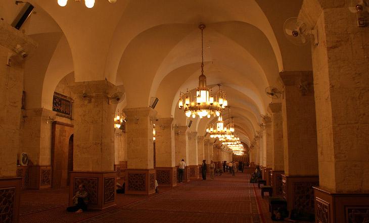 2. По-другому она называется Мечеть Омейядов Алеппо (Масджид аль-Умайя би Халаб) и является крупнейш