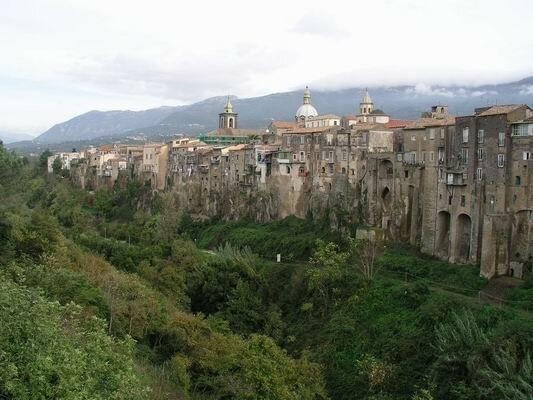 Итальянская коммуна Сант'Агата-де'-Готи (Sant'Agata de' Goti)