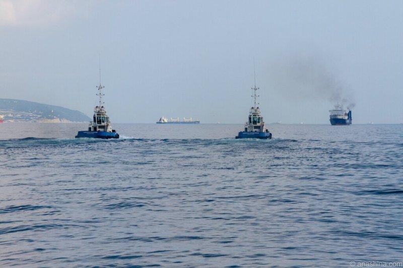 Корабли в море, Черное море