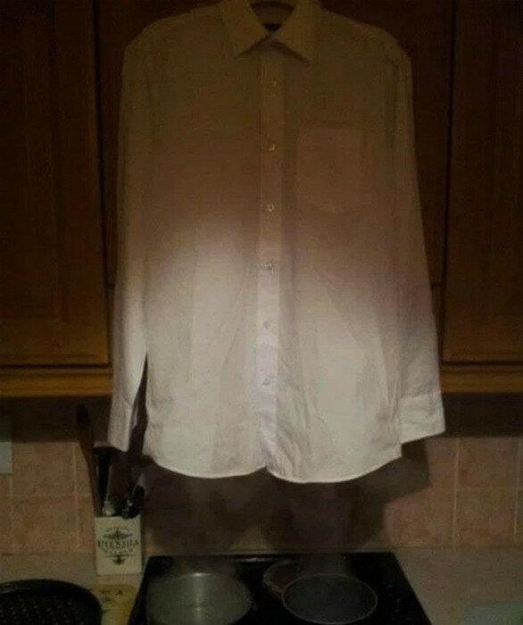 Развешивайте мятые рубашки над плитой и навсегда позабудьте про утюг.