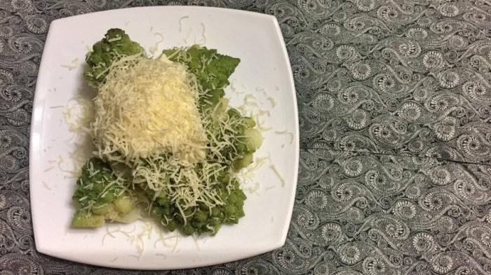 Капуста романеско под домашним соусом