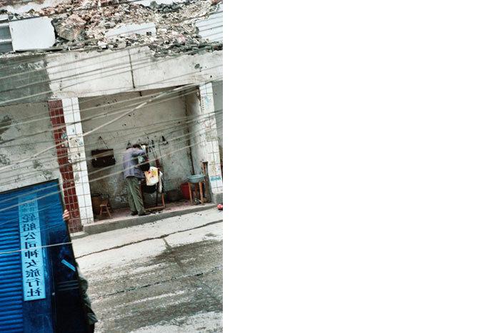 """""""Диафильмы"""" Яна Те. Широкий угол фото-обзора популярного британского фотохудожника Ien Teh. 3 истории в 45 снимках."""