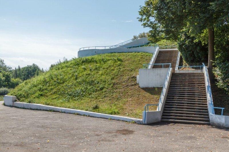 Лестница к обелиску советским воинам, Великие Луки