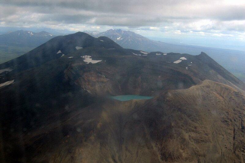 Камчатка, озеро в кратере вулкана Малый Семячик