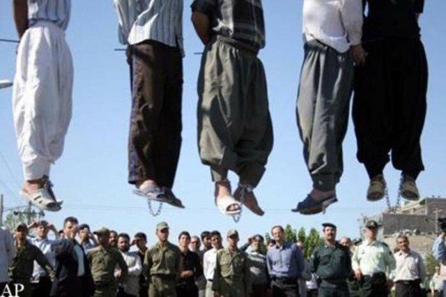 Фото публичной казни в Иране (7 человек)