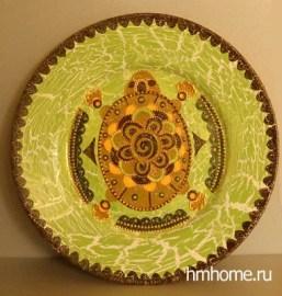 Декоративная тарелка, расписанная акрилом