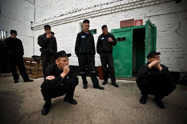 Какие подробности о жизни на воле нельзя рассказывать в русской тюрьме