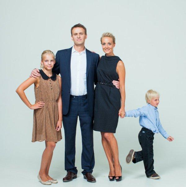 Навальный - семья, Путин - не семья