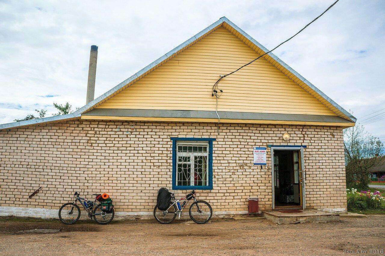 магазин в деревне Юховичи