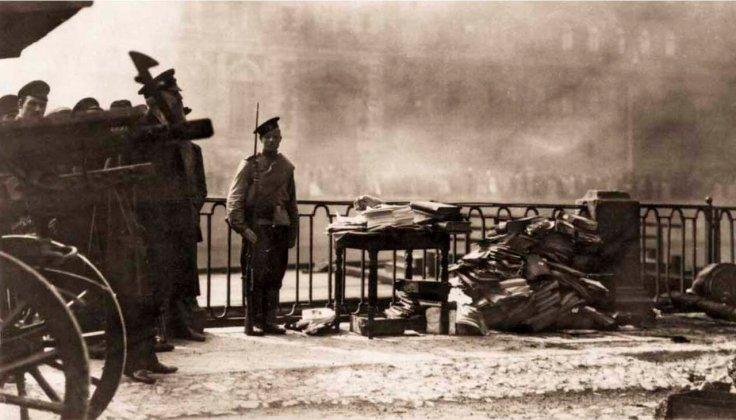 1914. Пожар Апраксина двора. Охрана денежных документов, спасённых при пожаре