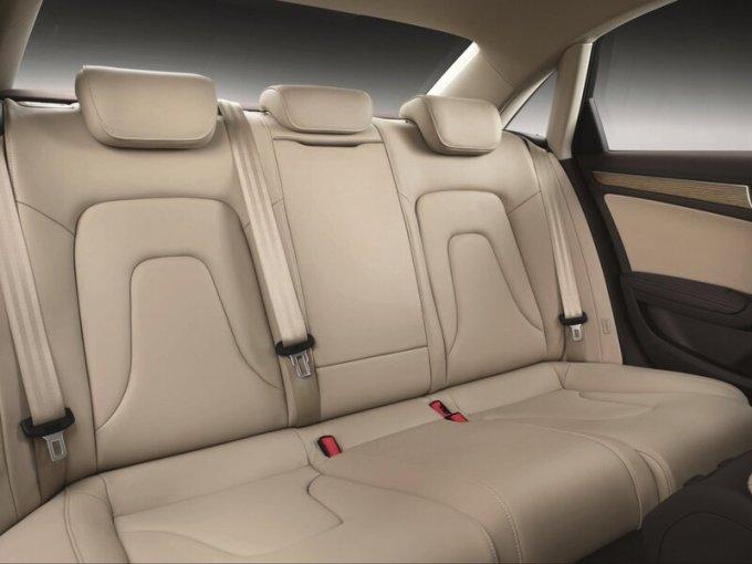 Салон и задние сиденья Audi A4