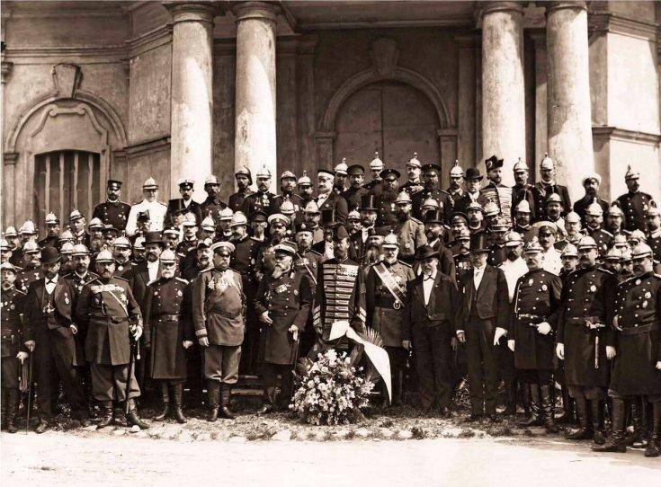 Члены Совета Императорского Российского Общества, попечители пожарных Обществ и представители пожарных частей
