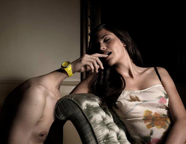 Фотографии женщин спальцем ворту