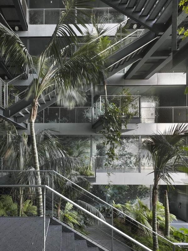 Отель Renaissance Barcelona Fira. Запредельное озеленение гостиницы Жаном Нувелем