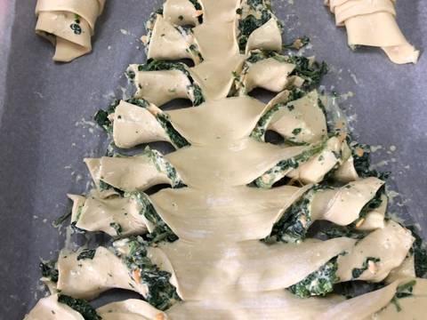 Σφολιάτα-XmasTree με γέμιση σπανάκι και τυριά φωτογραφία βήματος 4