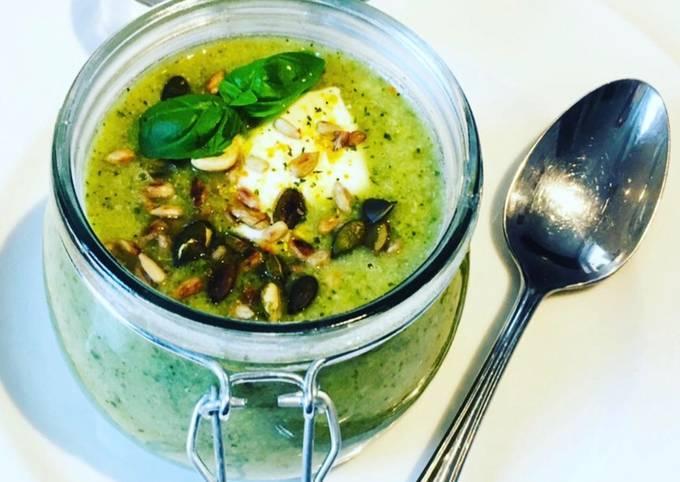 Schritte Um Perfekte Brokkoli-Zucchini-Suppe 🥦🍵 zuzubereiten