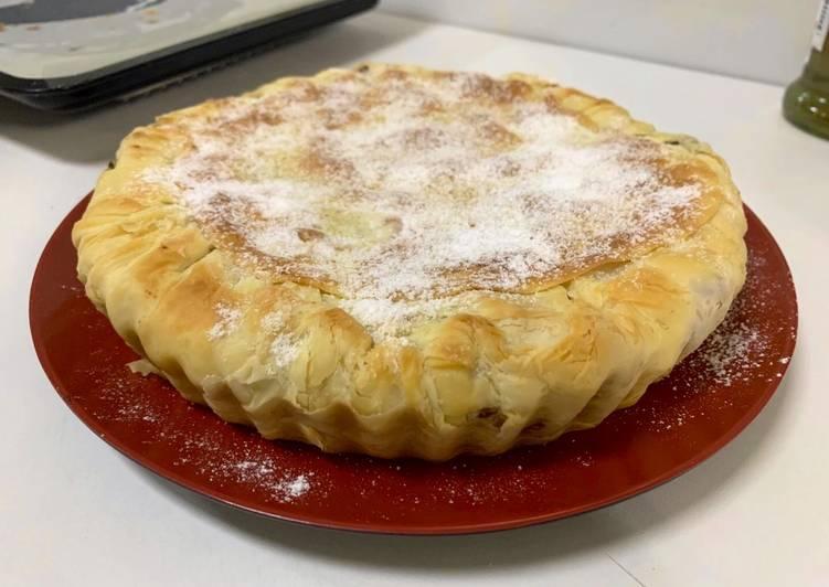 Phyllo chicken pie