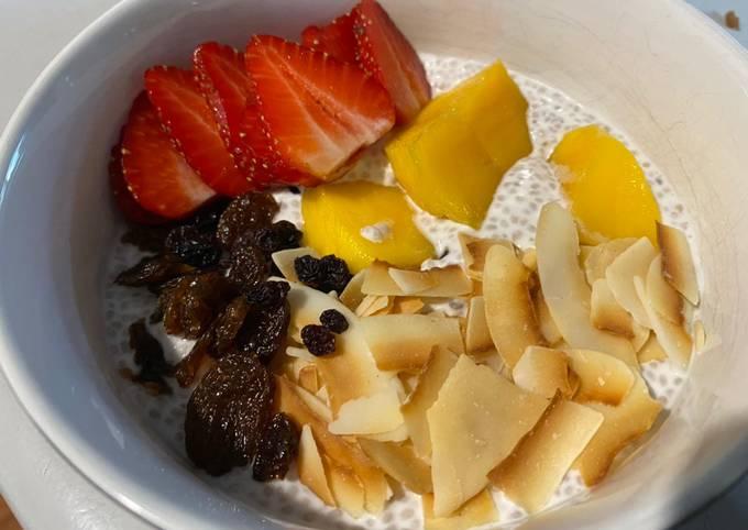 Easy breakfast chia pudding
