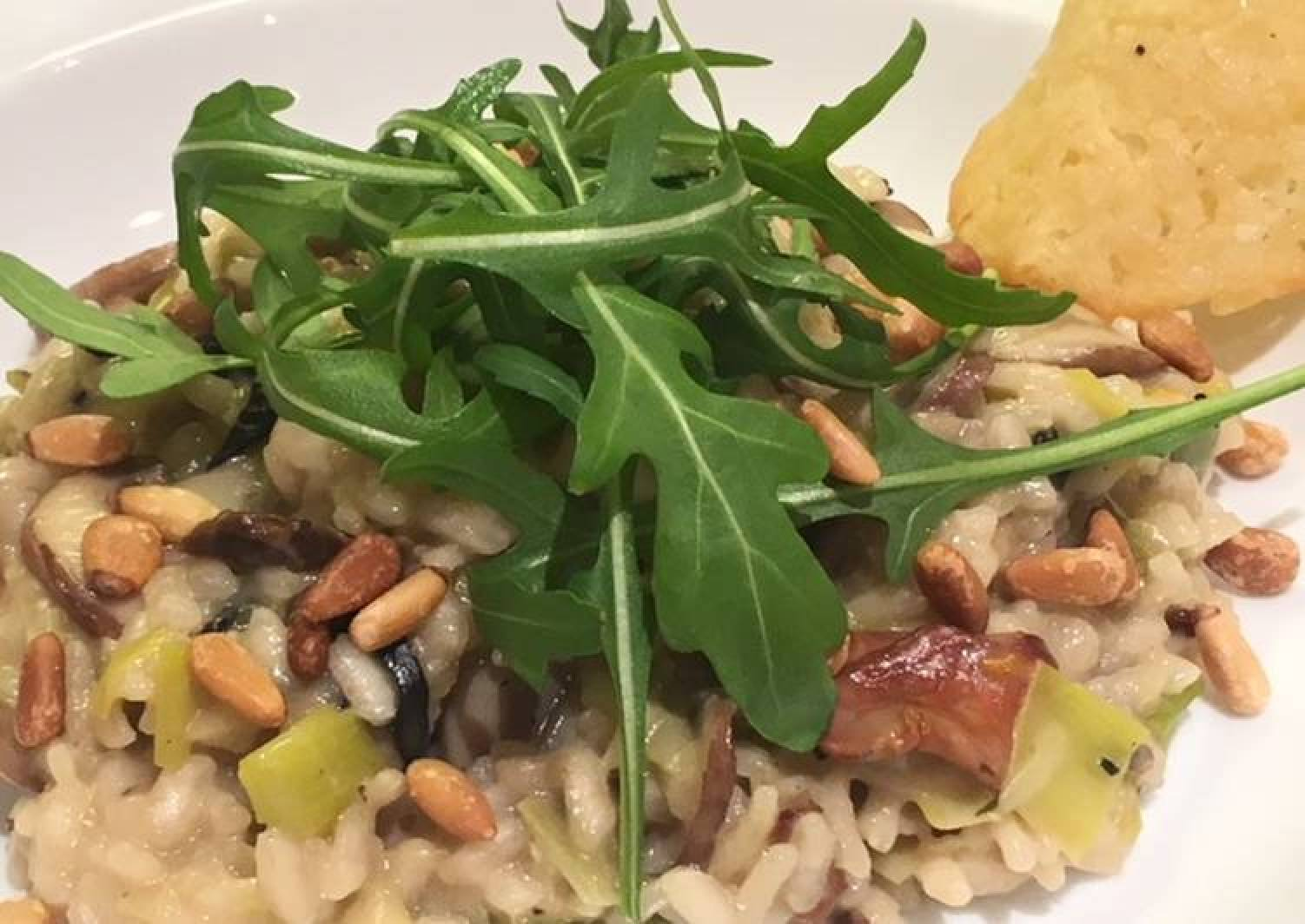 Risotto with leeks, mushrooms & Parmesan crisps