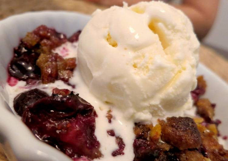 Easy Berry Crumble/ Crisp/ Cobbler-Type Thing with Cereal Streusel Topping