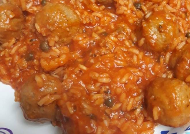 Red Rice with Meatballs