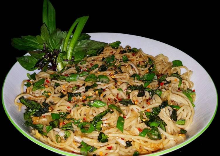 Mikes Extreme Garlic Thai Ramen Noodles