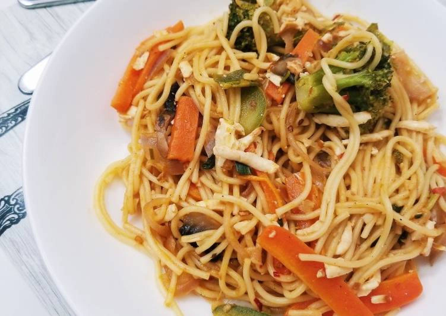Stir fried noodles with paneer