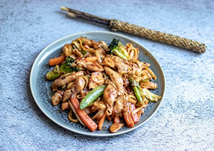 Easy homemade stir fry sweet chilli chicken with egg noodles