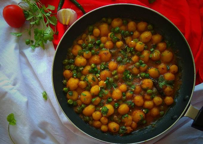 Steps to Make Award-winning Baby Potato Curry with Green Peas