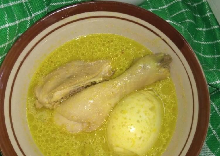Opor ayam telur bumbu kuning