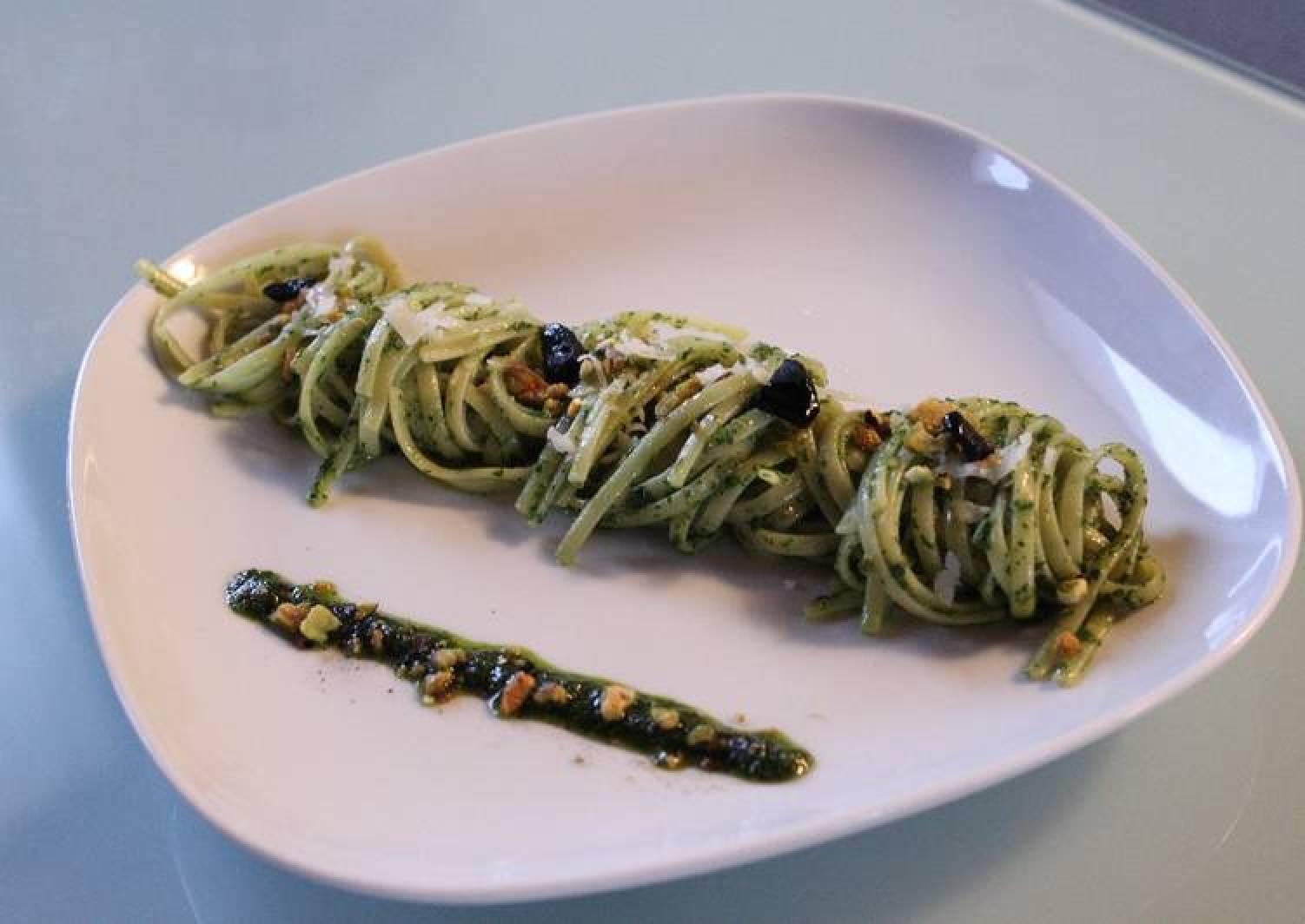 Linguini whit rocket pesto