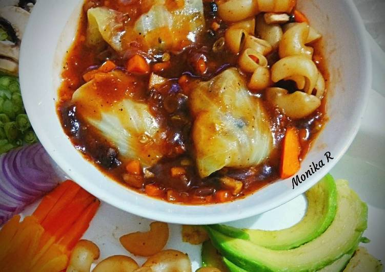 Mince Rolls in Chicken Munchow Soup