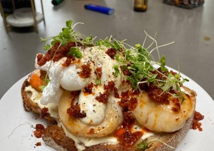 Recipe of Quick Scallops, nduja & poached duck eggs on sourdough with a mustard creme fraiche