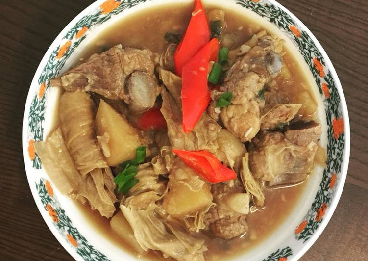 Stew pork pineapple with skin tofu