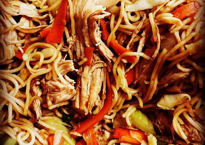 Easiest Way to Prepare Speedy Thin noodles Chicken Chowmein