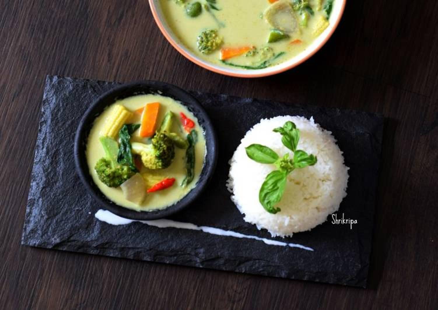 Homemade Vegetarian Thai Green curry paste /Curry-