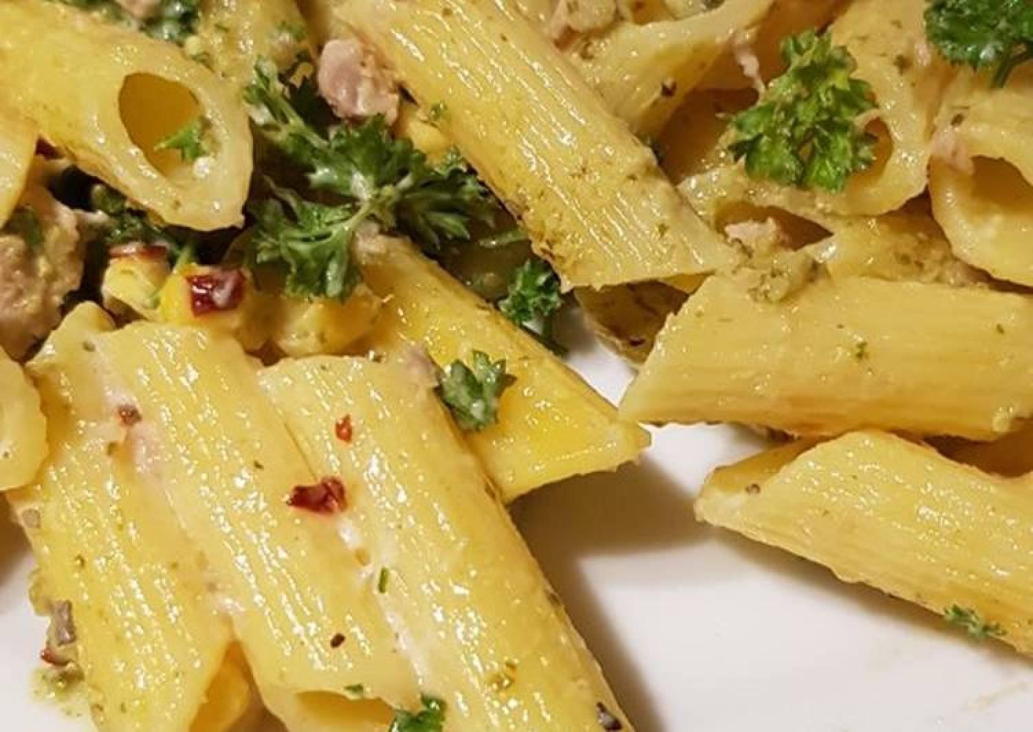 Tuno and sweetcorn pasta