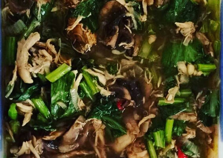 Chicken with Choy Sum and Mushroom Black Pepper
