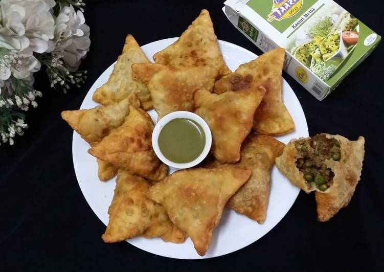 Chicken Matar Samosas